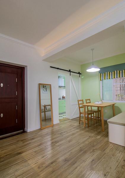 玄关图片来自家装大管家在暖色系温馨 102平现代简约3居室的分享