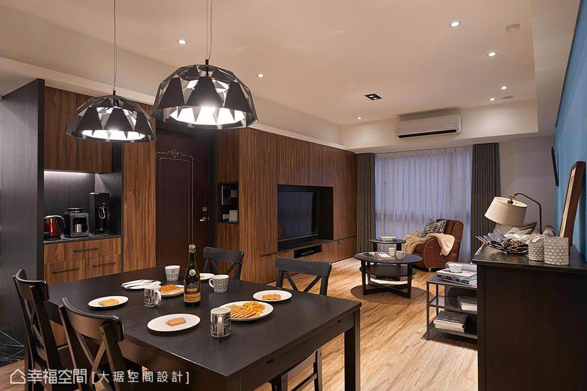 现代 简约 三居 收纳 客厅图片来自幸福空间在微调格局 整出低调奢华宅的分享
