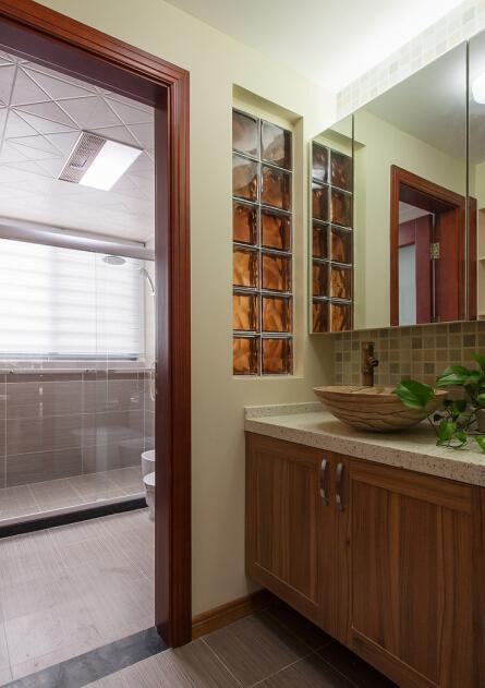 卫生间图片来自武汉苹果装饰在王家湾中央生活区案例的分享