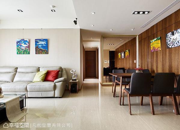 屋主喜爱简约质感居家,凡代空间有限公司以大量木质语汇、浅色调铺陈场域氛围,并点缀色彩鲜明的创意画作,带出活泼的空间表情。