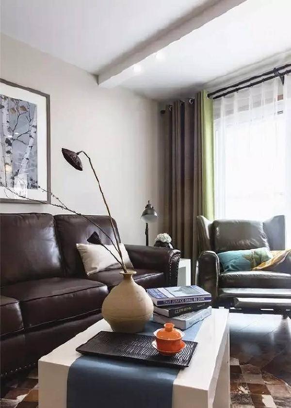 窗帘,靠包,装饰画,地毯等,每一样都是围绕整体方案而实现。