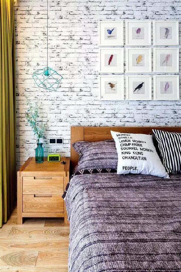 做旧的文化砖墙背景搭配原木与粗线床品,简直就是一件艺术品。