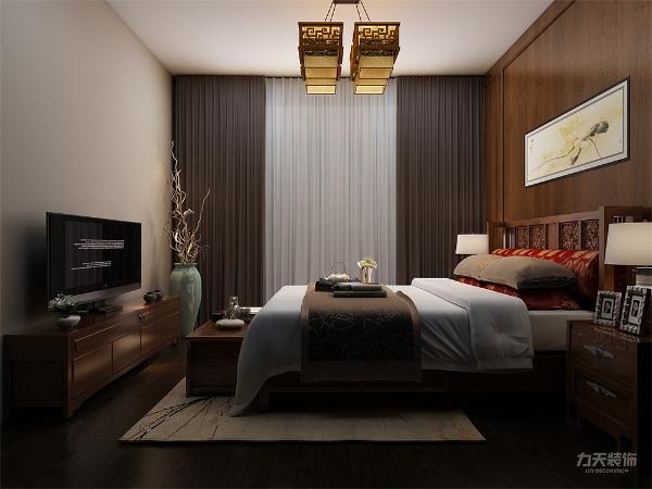 主卧采用强化复合地板,设有飘窗,壁纸采用浅色欧式壁纸,使整体休息环境更为舒适;次卧采光充足,视野开阔,采用强化复合地板,顶面为石膏线绕房间一圈;