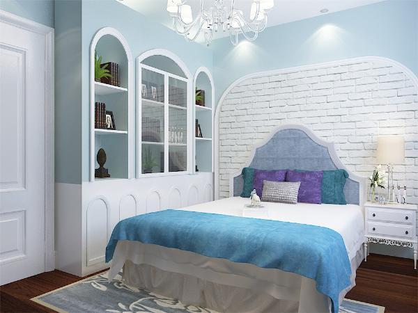 卧室空间的色彩从进门开始,一直延伸到床,窗、门框、窗户、蓝与白的配色,加上一些饰品的装点。