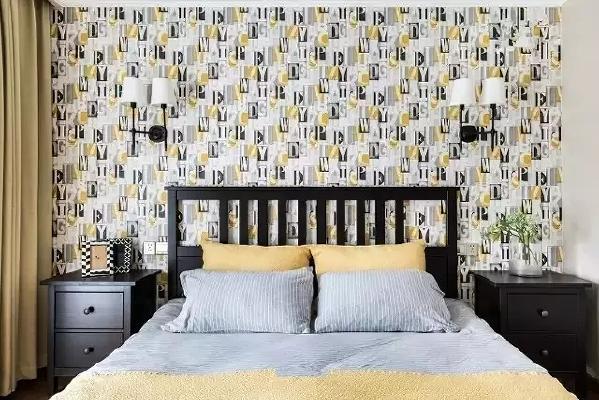 深色的床和柜子调节了色调,让卧室给人的感觉不至于太跳脱。