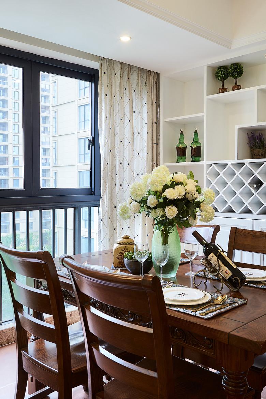 餐厅图片来自家装大管家在安静悠闲 126平简美休闲风3居室的分享