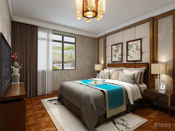 主卧室墙面用竖纹壁纸加上软包背景的点缀,次卧室因为是为了给小孩以后留用,所以,做的偏现代了一点,然后次卧室的墙面用的是硅藻泥,书房就是传统偏现代一点常规的家具。