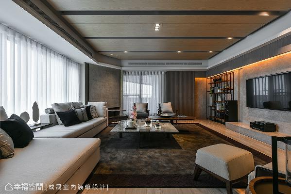 拥有多面采光的客厅场域,舍弃繁复的装潢,采用简约素雅的家具配饰,一展大器风貌。