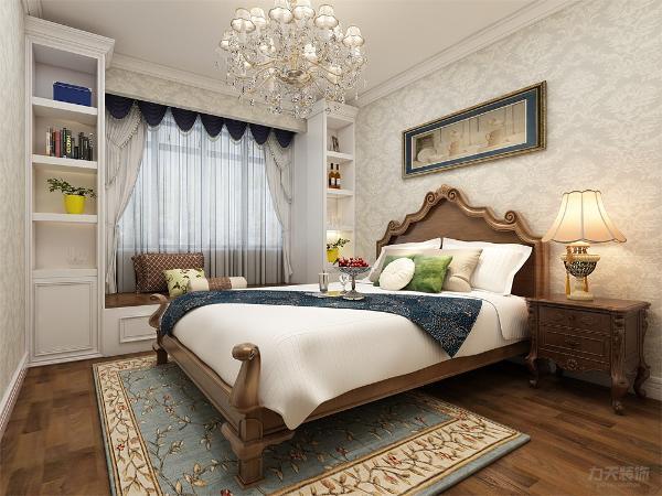 卧室内有飘窗,飘窗旁边还有柜子无形也增加了卧室的功能性,也显示了卧室的温馨。