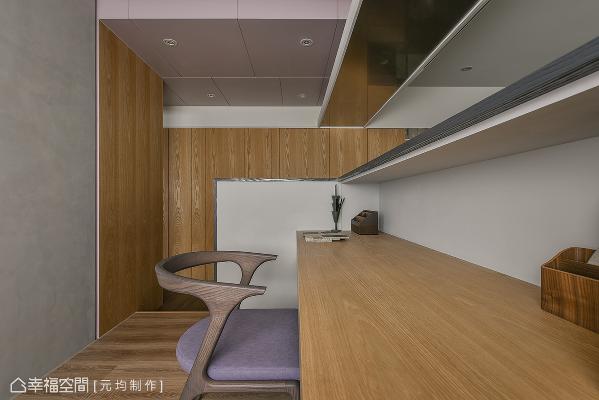 廊道上方以熏衣草紫铺陈,为公私领域氛围做串接缓冲。