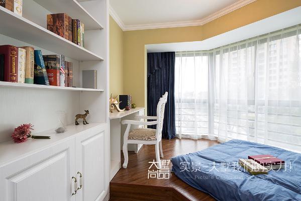 儿童房空间色彩较为丰富,集书房、卧房、休闲及储藏空间功能为一体,让空间更加的活跃与灵动。