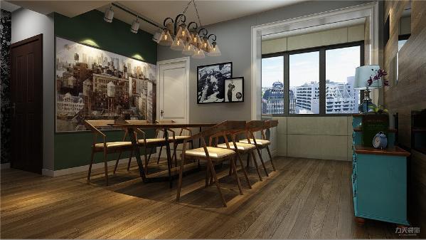 餐厅也同样, 在餐厅墙上挂了大画作为装饰,在装饰柜后面采用了地板上墙的装修风格。