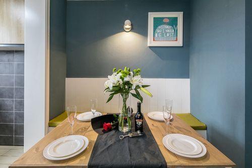 简约 四居 三代同堂 诗意生活 餐厅图片来自西安福尚装饰家装体验馆在西安中航华府128平装修效果图的分享
