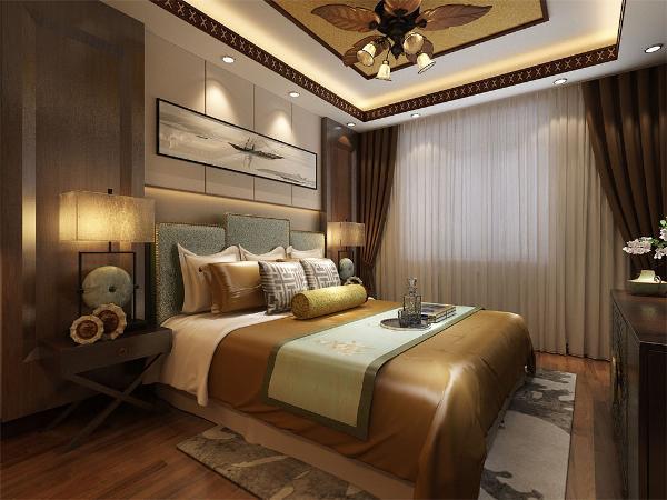 整个家里放置了很多东南亚风格的装饰物和绿植。卧室的吊顶和客厅进行了统一,皮质的家具更突出业主品味。