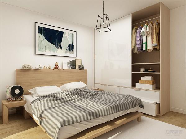 主卧室,实木的家具,铁质的吊灯,白色与木色相间的衣柜,展现出北欧的特点,儿童房,以暖色为主,百叶的衣柜,L型的书桌,上下床,可以供孩子在不同年龄的需求。房间整体较矮,采用吸顶灯来避免。