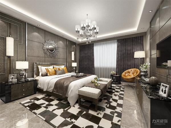 主卧室放有一张双人床,因足够大的空间在边角处还放了椅子等,次卧相对小一点,放了张单人床,主次卧都有足够大的衣柜来放置衣物。