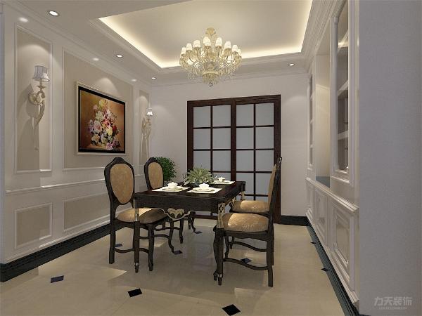 客餐厅顶面室回字形吊顶并附义欧式的顶角线和平线,地面采用浅黄的地砖和深色的波打线来表现空间的划分