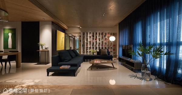 玄关旁原为客厅空间,格局重整后,将此处规划为和室,以及方便屋主打禅、瑜珈……等活动的多功能休憩区。