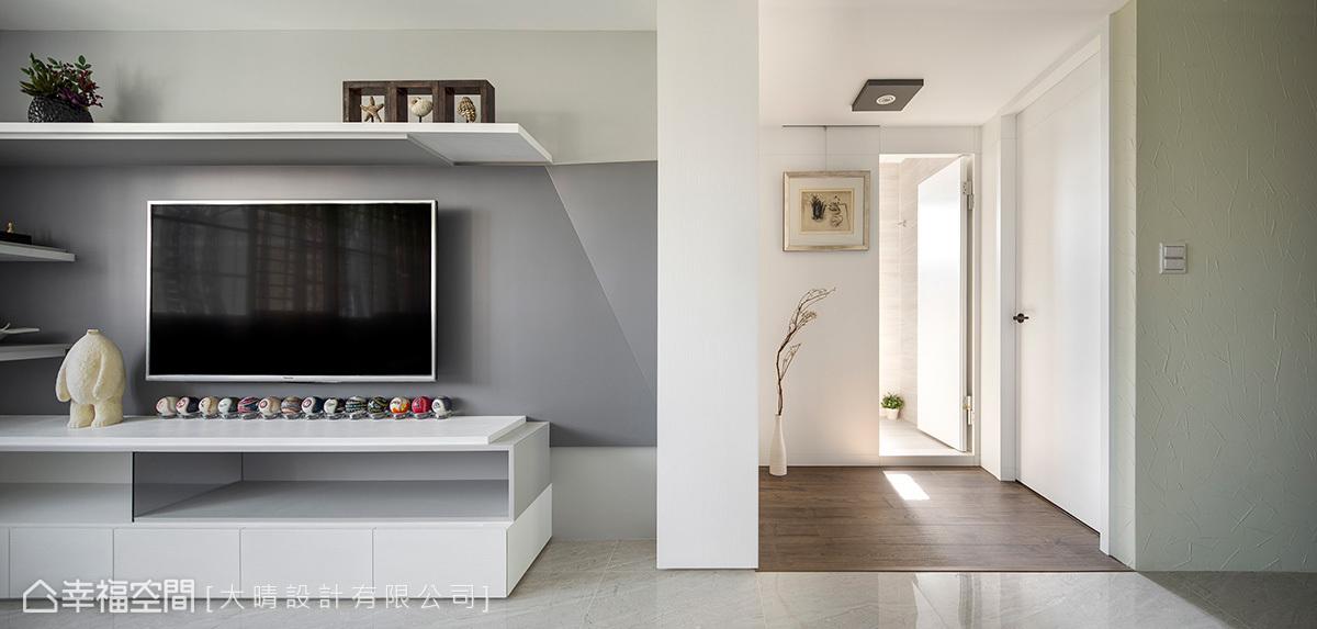 二居 现代 收纳 简约 客厅图片来自幸福空间在树林侯公馆的分享