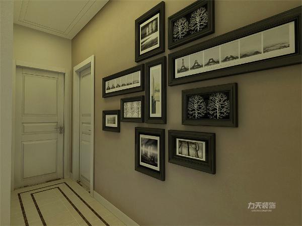 玄关处有照片墙的设计给玄关处增添了一些色彩显得不单调