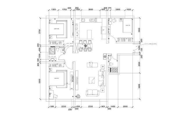 入户门左前方是客厅,右前方是餐厅;起到过渡室内空间与室外空间的作用,同时,以简洁明快的设计风格为主调,在视觉上显的更加宽敞。