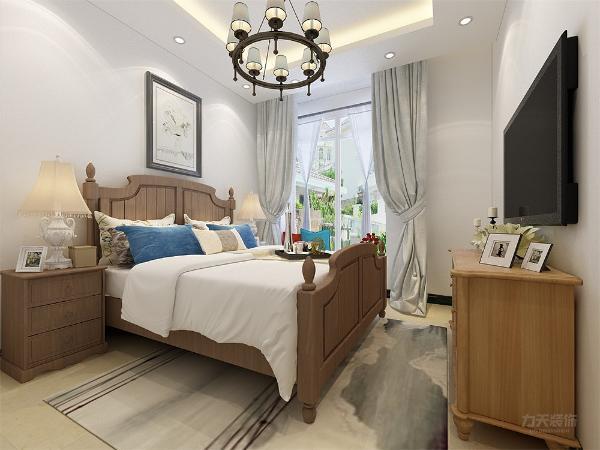 卧室没有做过多的设计,床和电视柜也是采用了木纹样式,和整个空间主调更搭,窗帘用了素雅的颜色,窗台做了一个简单的休息区,使空间得到了更有效的利用,也满足了业主的生活需求。