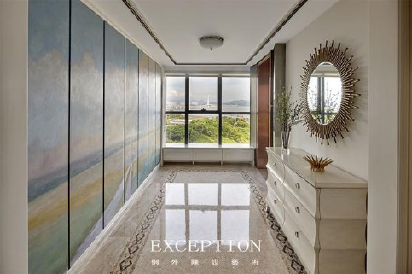 室内设计中玄关处、客厅、餐厅、卧室、书房是软装设计师大展拳脚的地方。这些区域是家居环境中最重要的,也是使用软装较多的。玄关、客厅、餐厅会经常接待客人,这时候第一印象特别重要。