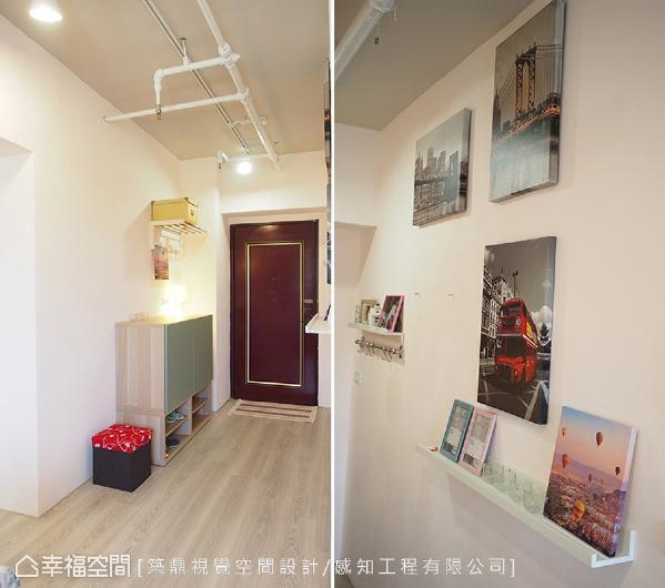 玄关区的廊道彷佛艺术画廊,透过照片墙与装饰层板的小巧思,让入门后就充满着惊喜!