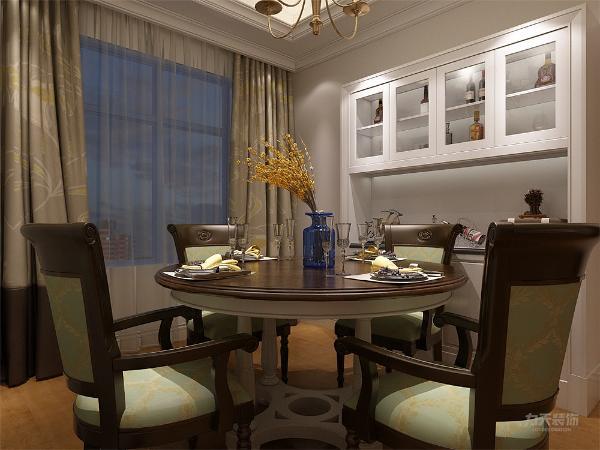 客餐厅作为待客区域和就餐区域,要明快光鲜,用浅色地板,在配上地毯,使整体上有一种宽敞的气息。墙面顶面采用上下两种颜色,这样使视觉上具有层次感,色彩也更加丰富。休