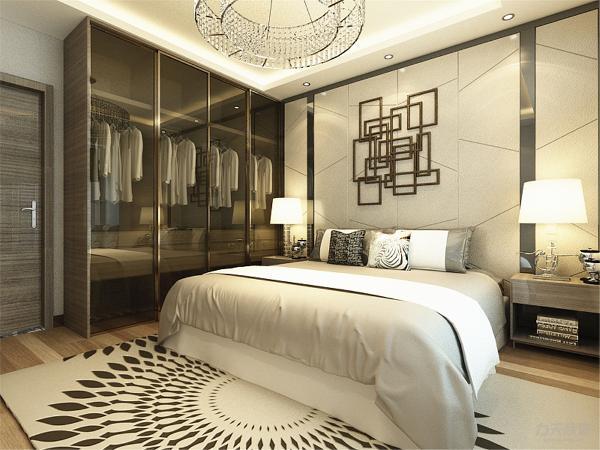 卧室内选择木地板和和有纹路的暗色调家具,灰白色壁纸,是空间色调可以降下来,更有利于休息更温馨,飘窗铺木板,可做休息座椅,也可置物。