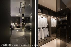 二居 现代 简约 收纳 衣帽间图片来自幸福空间在淬炼当代时尚 菁英领袖居宅的分享