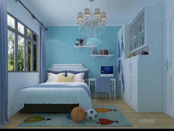 次卧室为儿童房,以蓝色为主配以白色,男孩儿活泼好动,蓝色正能体现孩子性格,两个卧室均无吊顶,以顶角线为主。