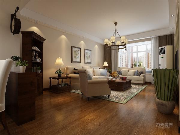 客厅是接待客人的地方,因此客厅是整个空间的点睛之笔,墙体造型复杂多变,电视背景墙采用深色大马士革,沙发地毯图案与背景墙相呼应。在灯具等选择上,多采用造型新奇的吊灯,增加空间趣味性。
