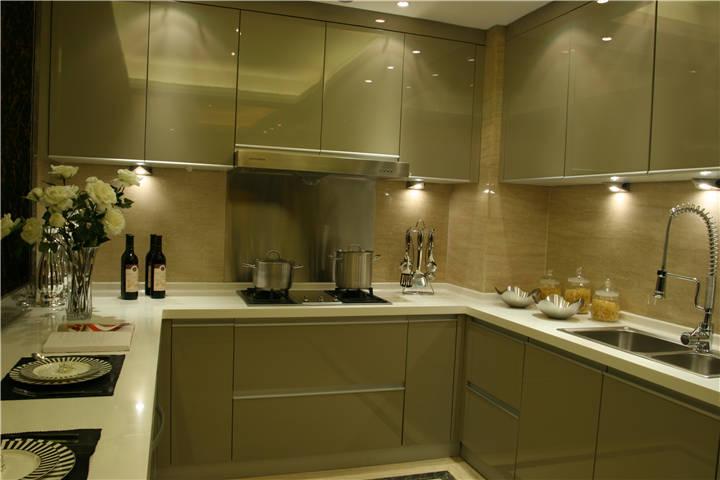 厨房图片来自广州九艺(三星)装饰设计在金域蓝湾邓生雅居的分享