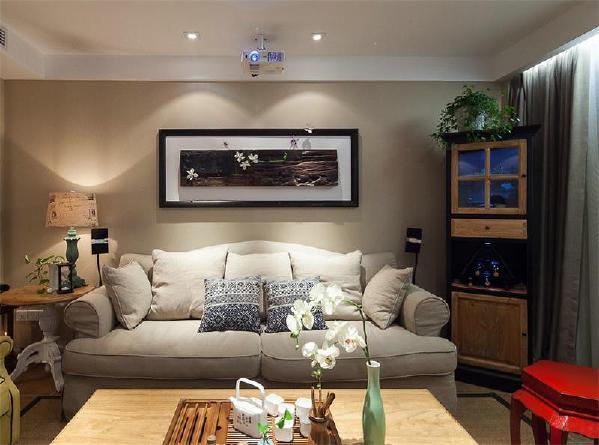"""在""""混搭""""风格的居室内,既可以有欧式的家具,也可以有中式的饰品;既能够在客厅里体会到怀旧的感觉,也能够在卧室或阳台上发现休闲、轻松的元素。"""