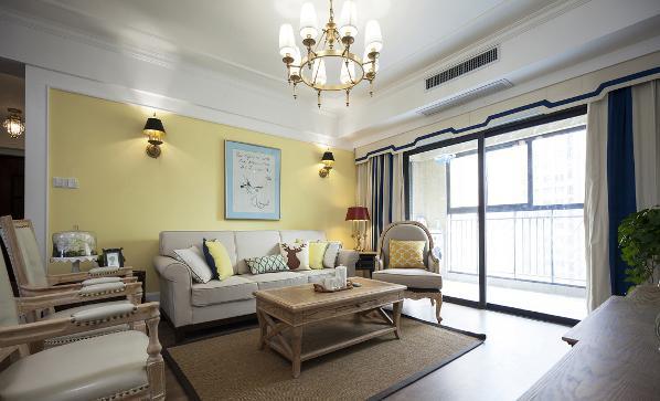 电视背景墙和沙发背景墙两个大面积的和冷暖撞色,同时顶部的白色和窗帘软装的中和,整个环境颜色丰富,同时保持了一个很高的亮灰调。进来让人感觉神清气爽。