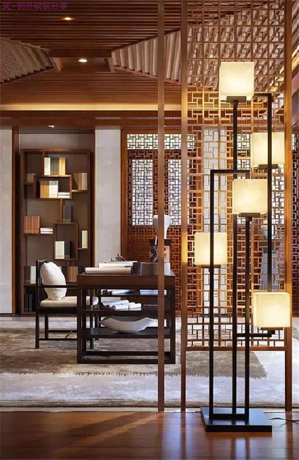 新中式风格设计思路   造型上,简约不简单的线条表现中式的古朴大方,搭配讲究空间的层次感。