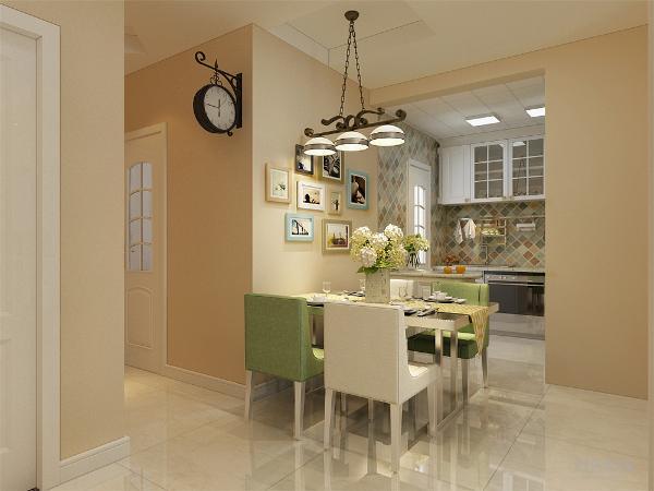 餐厅有自己独立的空间紧邻厨房方便就餐并且餐椅采用白色和绿色相间的颜色差显得很有特点