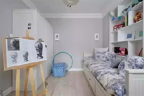 ▲儿童房不需要太多家具,一张可以休息的小床,一些孩子喜欢的玩具就够了。