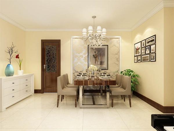 餐厅的设计中,采用了木色系的餐桌椅搭配木色的厨房门。白色和明亮的水晶灯结合创造出了现代的洁净与明亮。
