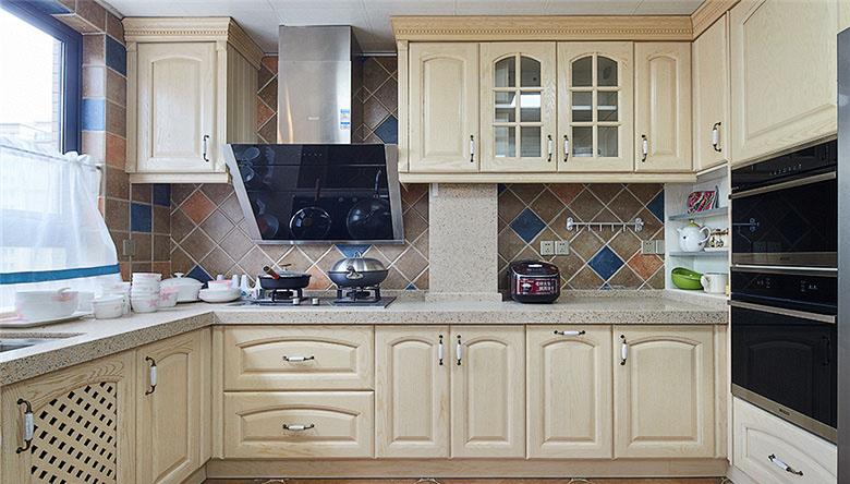厨房图片来自家装大管家在畅享休闲时尚 135平美式雅致3居的分享