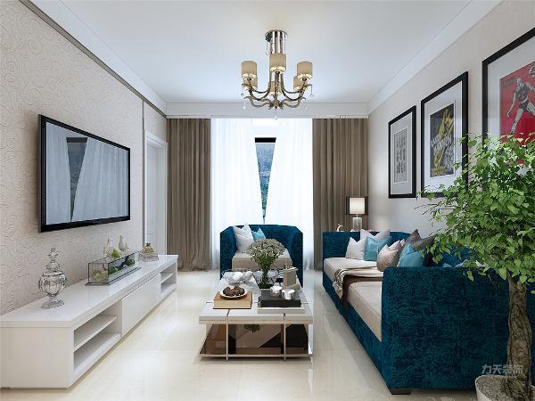 客厅与餐厅是整个在一个空间的格局。电视背景墙,采用挡板柜和壁纸的形式,给人温馨,时尚,大气的现代感觉。通过沙发背景墙等装饰,使整个家庭色调精彩。沙发墙运用挂画装饰的表现形式,更加彰显业主的品味与内涵。