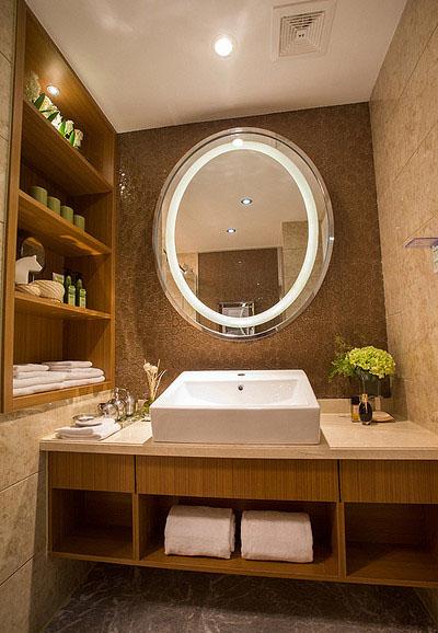 卫生间图片来自家装大管家在清新小资 89平港式自然简约空间的分享