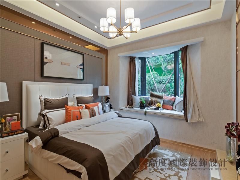 港式 三居 白领 收纳 小资 卧室图片来自沙漠雪雨在150平米港式三居简洁而不失时尚的分享