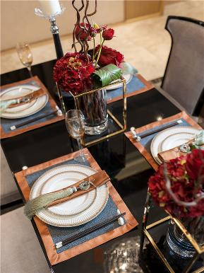 港式 三居 白领 收纳 小资 餐厅图片来自沙漠雪雨在150平米港式三居简洁而不失时尚的分享