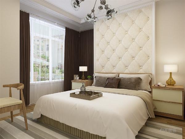 主卧是一间主人房,通过暖色调的咖色系营造一种浪漫和温情的氛围,软包的墙面背景墙舒适美观,运用的彩色都是用在易更换的地方,可以更好的使一个空间多变化。