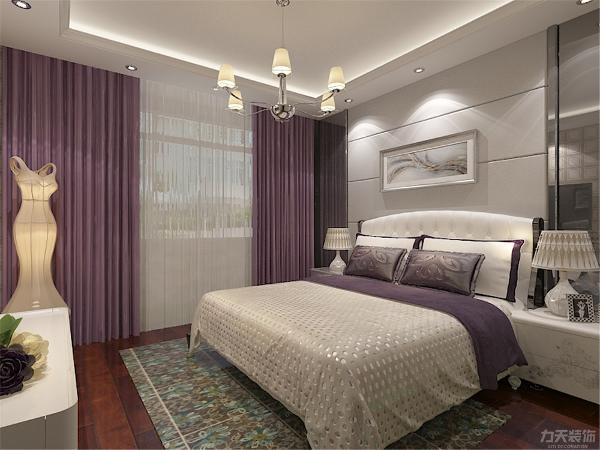主卧的采用多为冷暖色相间的紫色作为颜色搭配,紫色给人以安详舒适的感觉,也有助于人的休息,方便收拾又很美观,床头背景墙整体比较现代,上方并配有筒灯灯