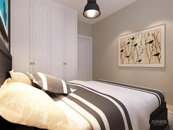 次卧面积较小,只做了家具摆放的设计,使业主有更加舒适的休息环境,户型整体设计简单大方,适合居住。