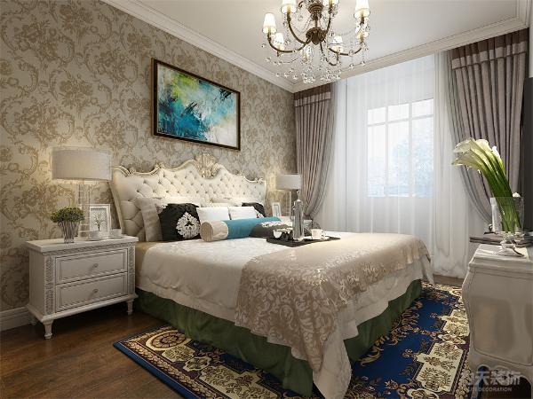 卧室的设计只是做了简单的处理,床头背景墙,铺的欧式的壁纸加上一副现代个性的挂画,简单且不失主人的品味,同时还满足了主人对生活品质的挺高,让我们的业主爱上生活,懂得追求生活.