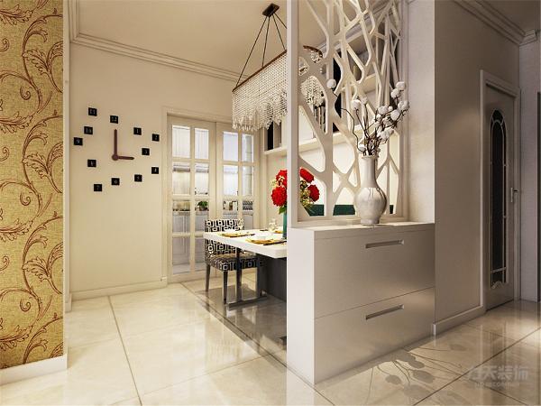 餐桌餐椅的材质都是简洁大方的,沙发以浅黄色为主,配上了比较鲜艳的靠枕,主色深灰的地毯,及参花的抛光地砖,颜色层次有变化,封闭式的厨房入口门加上一块让人耳目一新的黑色玻璃。空间富有层次感,室内氛围和谐。